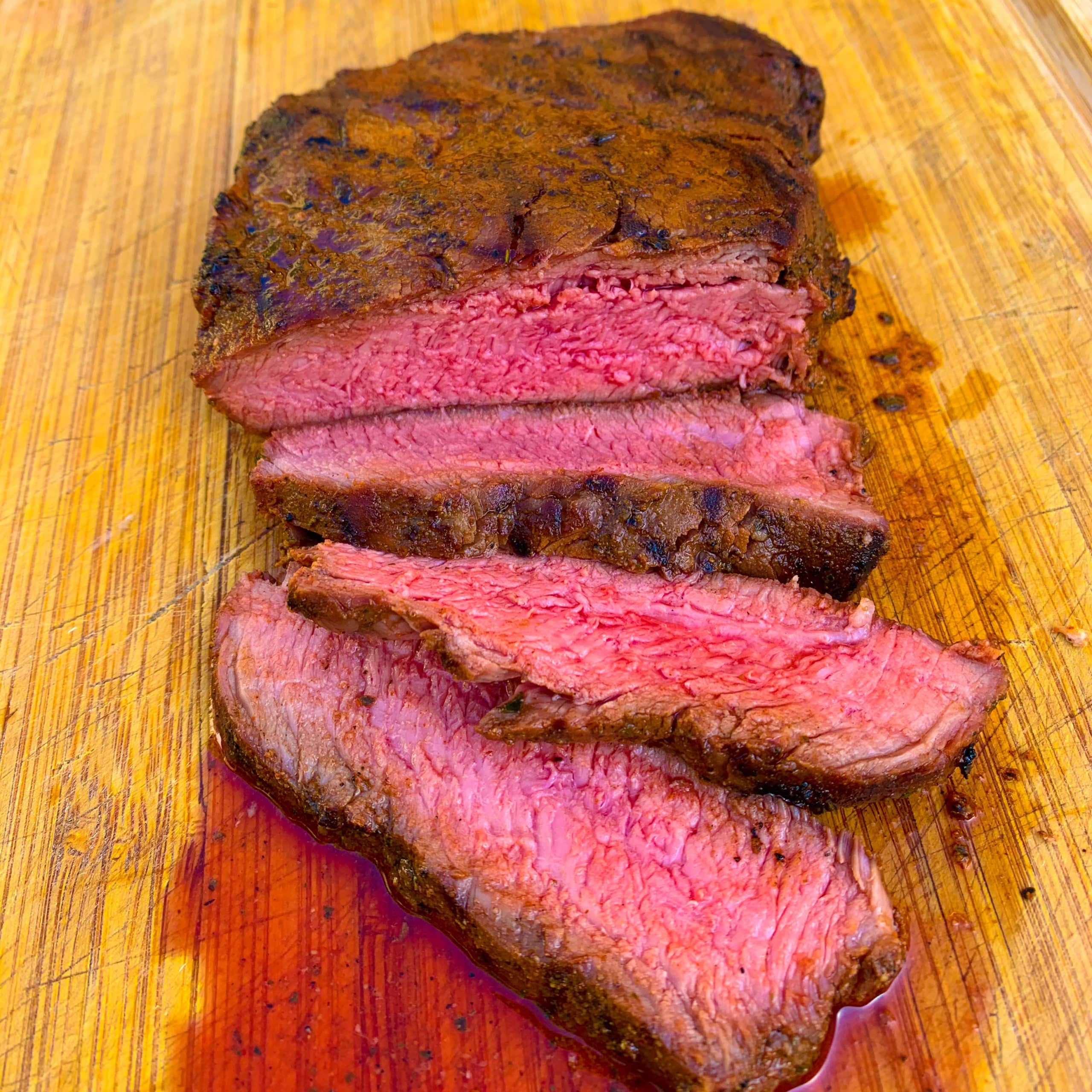 BBQ flat iron steak met paprika-oregano rub