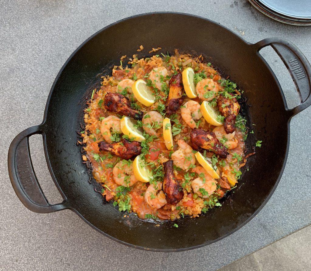 Paella van de barbecue