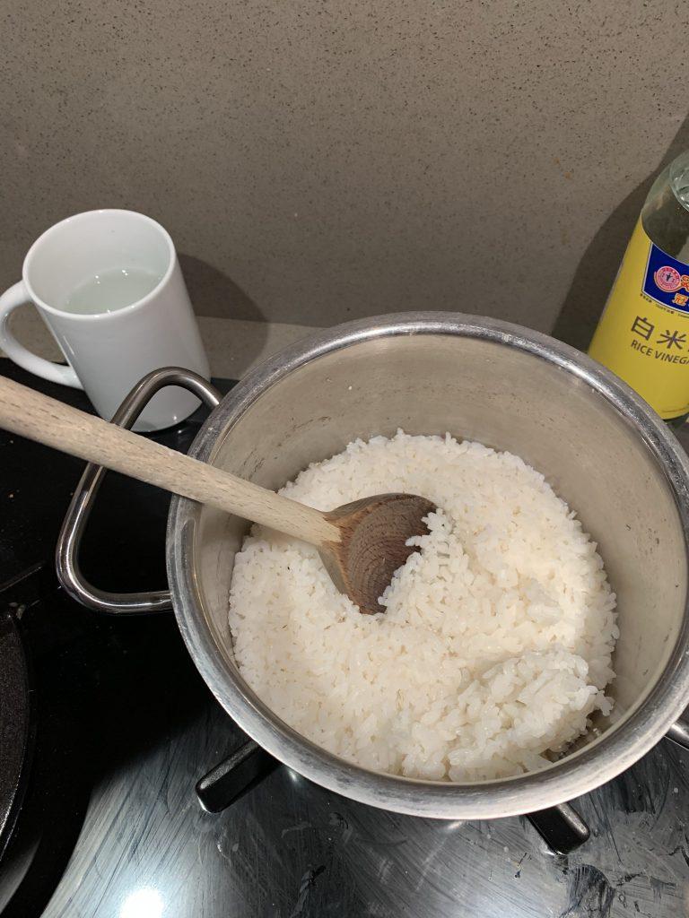 Sushi rijst koken 10