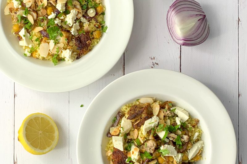 Couscous met Marokkaanse kip, feta, kikkererwten en geroosterde amandelen