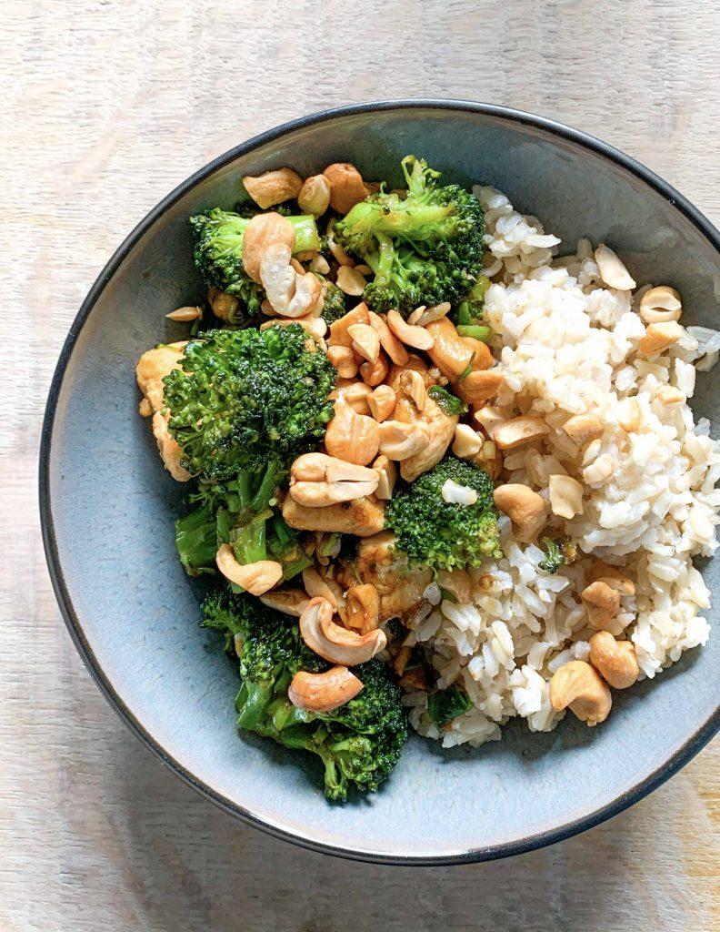 Rijst met hoisin kip, broccoli en cashewnoten