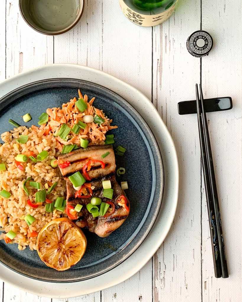 Teriyaki zwaardvis met Japanse rijst en wortelsalade
