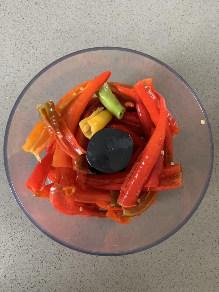zelf sambal badjak maken pepers in keukenmachine