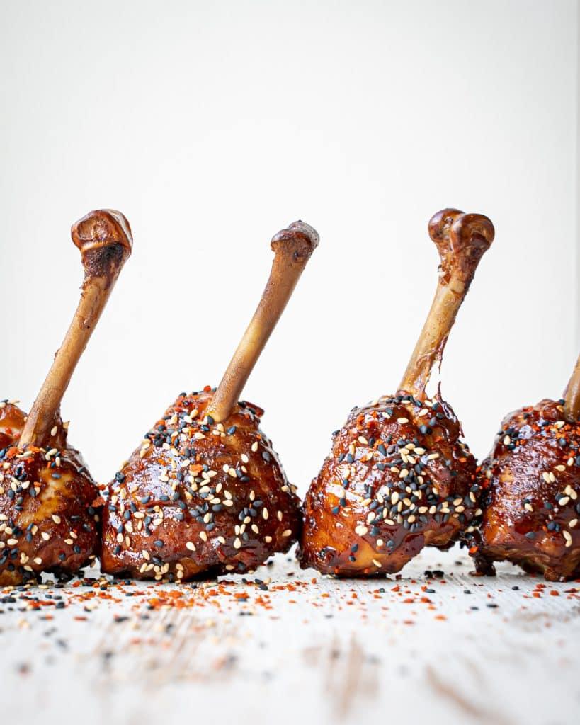 Chicken lollipops met curry bbq saus