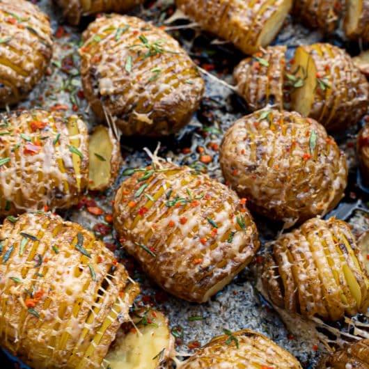 Hasselback aardappelen van de bbq